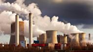 Braunkohlekraftwerke wie dieses im rheinischen Niederaußem zählen zu den größten CO2-Verursachern.