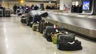 Viele Koffer, aber der eigene ist nicht dabei? Dieses Problem kennen Flugpassagiere auf der ganzen Welt; auch hier in Frankfurt.