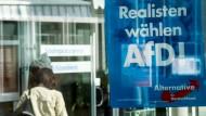 Ein Wahlplakat der AfD: Die Steuerpläne der Partei kämen den Staat teuer zu stehen.