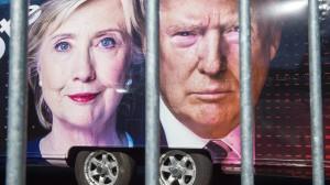 Die Kontrahenten Clinton und Trump auf einem Werbelastwagen des Fernsehsenders CNN.
