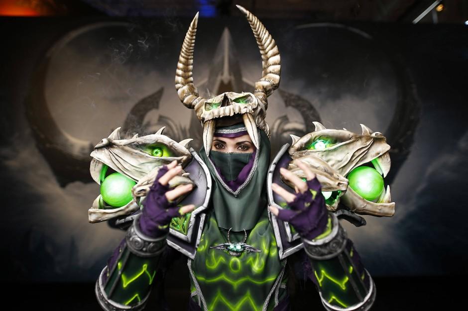 """""""World of Warcraft""""-Hexenmeisterin Cosplayer war auf der Gamescom im vergangenen Jahr zu sehen."""