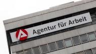 Ökonomen glauben, dass sich in Deutschland bald mehr Menschen auf Arbeitssuche befinden werden.