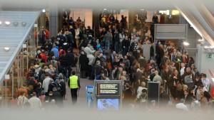 Streiks an Flughäfen bis Montag ausgesetzt