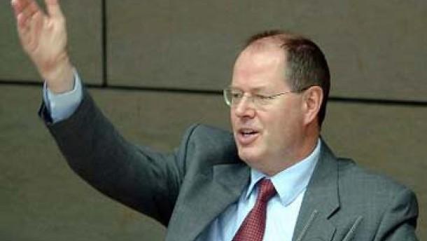 Steinbrück kündigt jahrelanges Sparen an