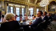 Koalitionäre mit guter Laune: Ministerpräsident Rutte bei der ersten Kabinettssitzung Ende Oktober