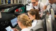 Ganz nah an der Praxis dran: duale Studenten des Autoherstellers Audi.