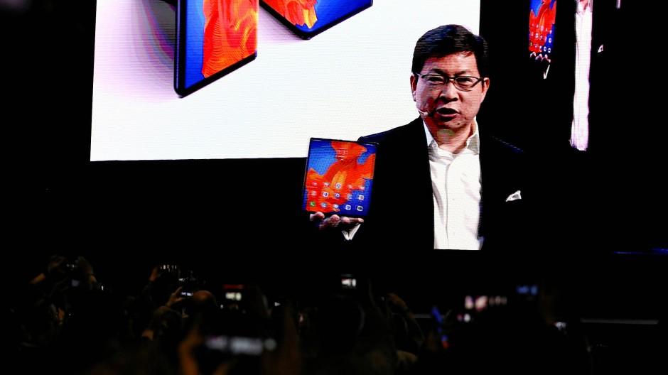 Huawei-Chef Richard Yu bei der Videopräsentation des neuen Falthandys