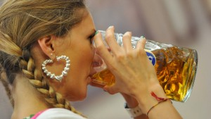 Bayern granteln über teures Wiesn-Bier