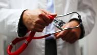Treue zum Hausarzt hält gesund