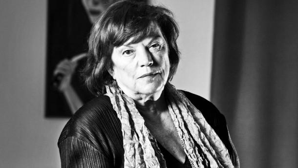 """Regina Ziegler - Die erfolgreiche Filmproduzentin und gelernte Wirtschaftsdolmetscherin berichtet über die Höhe- und Tiefpunkte ihrer Karrier in der Filmbranche für die Serie """"Mein Weg"""" in einem berliner Filmstudio"""