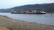 Niedrigwasser im Rhein hat weitreichende Folgen