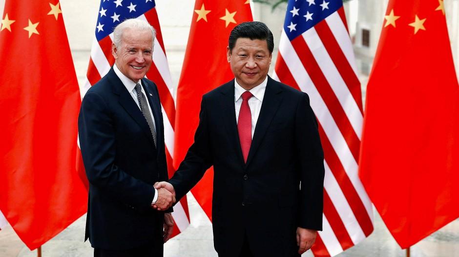 Ein Treffen im Jahr 2013 zwischen dem damaligen amerikanischen Vizepräsidenten Biden (links) und Chinas Staatschef Xi