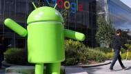 Eine Android-Figur steht auf dem Google-Campus in Mountain View.