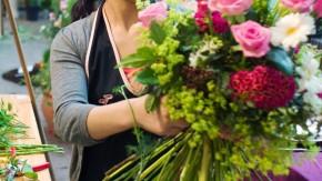 Floristen-Abschlussprüfung - In der Galerie im Palmengarten werden als Prüfungsaufgabe der IHK-Frankfurt drei Sträuße erstellt.