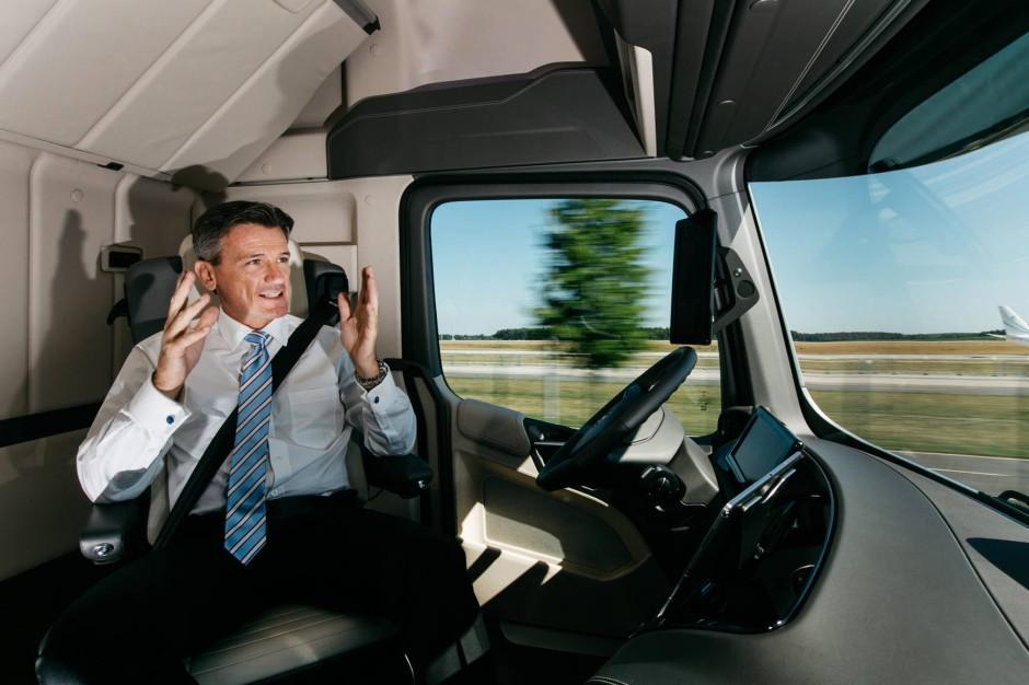 bilderstrecke zu daimler schickt selbstfahrende trucks auf deutschlands autobahnen bild 2 von. Black Bedroom Furniture Sets. Home Design Ideas