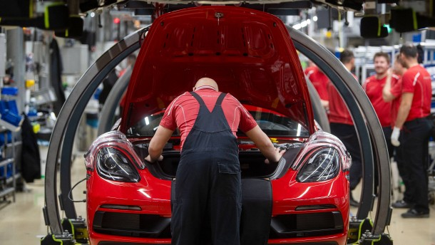 Die Regierung sagt den Autoherstellern Hilfe zu