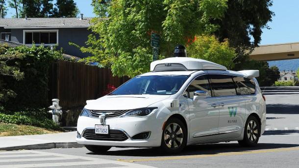 Roboterauto-Unternehmen Waymo sammelt Milliarden ein