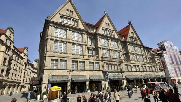 Große Geschäfte in Bayern können ab sofort beschränkt öffnen