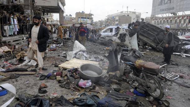 Mindestens 100 Tote bei Explosionen in Pakistan