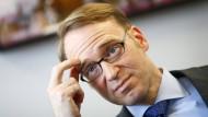 """Bundesbankpräsident Weidmann will seiner Haltung treu bleiben, """"selbst wenn die Politik nicht hinter uns steht""""."""