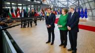 Alle Augen auf diese drei Menschen: der französische Präsident Emmanuel Macron, Bundeskanzlerin Angela Merkel und der italienische Premierminister Paolo Gentiloni in Brüssel