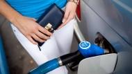 Verbraucher müssen relativ wenig fürs Tanken bezahlen.