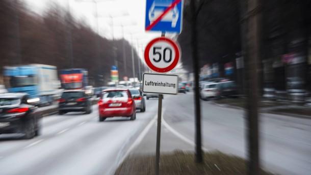 Dieselabgase belasten Luft weniger