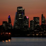 Die Londoner City in der Abenddämmerung: Der Brexit führt zu Geschäftsverlagerungen der Banken in die EU.
