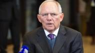 Wolfgang Schäubles Bericht mahnt eindringlich: In Deutschland könnten die Schulden aus dem Ruder laufen.