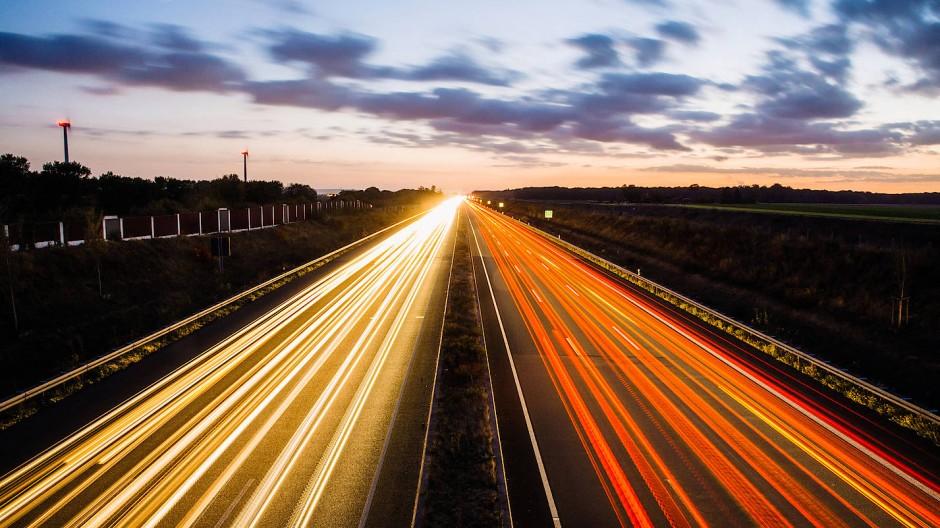 """Freie Fahrt? Auf Deutschlands Autobahnen wartet die """"größte Verwaltungsreform seit Jahrzehnten""""."""