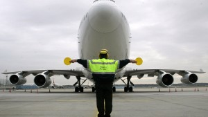 Flughafen-Streik entfacht politische Debatte