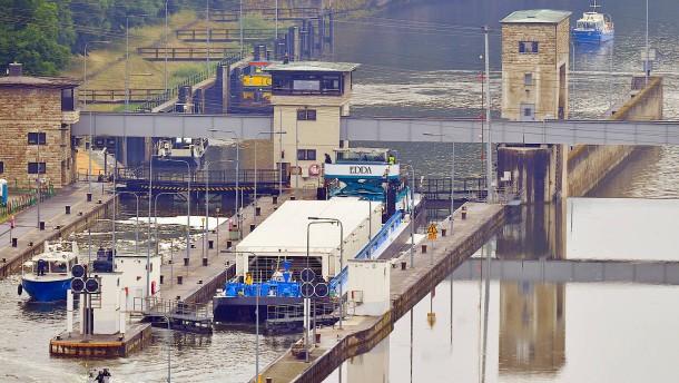 Erster Atommüll-Transport per Schiff ist auf dem Weg