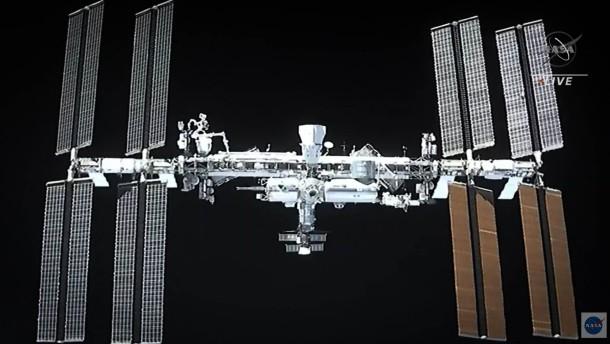 Astronauten an Bord der ISS angekommen