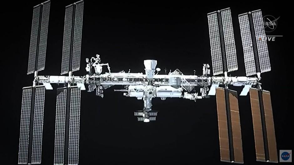 """Der """"Crew Dragon"""" von SpaceX kurz vor dem Andocken an die ISS"""
