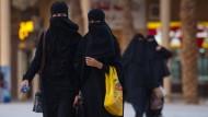 Frauen auf der Straße in der saudischen Hauptstadt Riad.