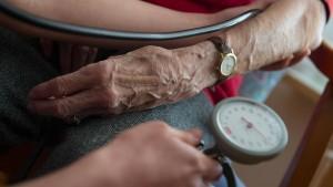 80.000 Menschen erhalten zusätzlich Pflegeleistungen