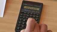 'Kein großer Wurf', meint der Bund der Steuerzahler - Der Durchschnittsverdiener dürfte ab 2013 rund zehn Euro monatlich weniger zahlen müssen.