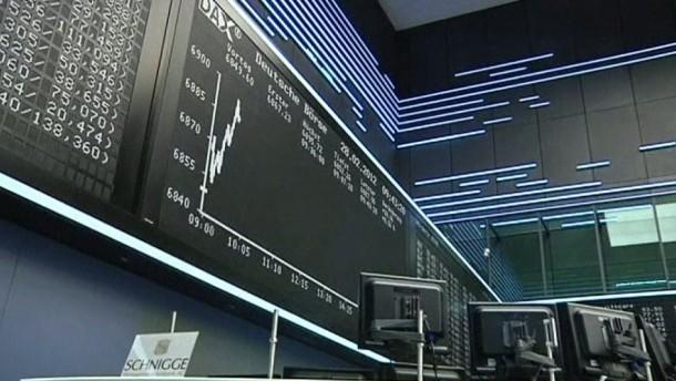 Ratingagentur S&P stuft Griechenland nach Schuldenschnitt-Ankündigung herab - Der deutsche Leitindex startet unbeeindruckt mit leichten Gewinnen