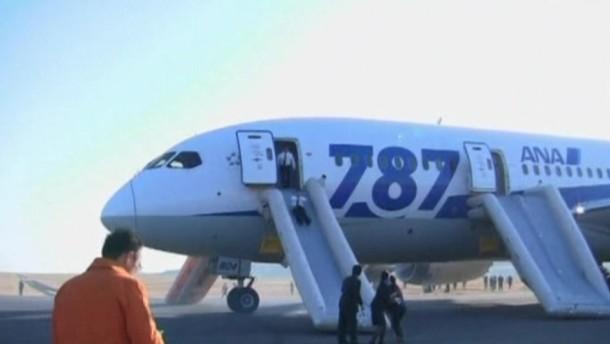 Am Mittwoch musste ein Dreamliner in Japan wegen Rauchentwicklung in der Kabine notlanden. Boeing wird derzeit von einer Serie von Zwischenfällen bei seinen Prestigefliegern erschüttert.