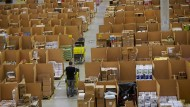 Packer, Paletten, Pakete: Amazon in Koblenz