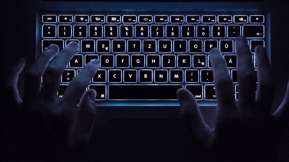 Viele sind aufgerufen, gegen Verbrechen im Internet vorzugehen.