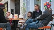 Leipziger Straßencafé-Flair: Hier findet man es noch, das Studentenleben.