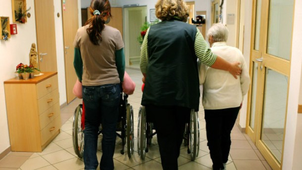 Pflegeversicherung gerät ins Minus