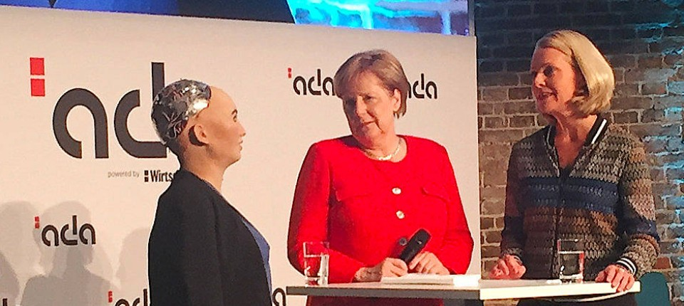 Merkels seltsamer Plausch mit Roboter Sophia