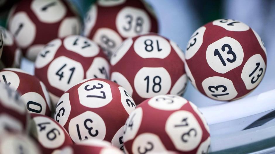 Gut gemischt: Euro-Millions-Kugeln bei der der französischen Lotteriegesellschaft Francaise des Jeux