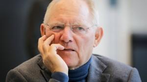 Schäuble kritisiert VW-Manager wegen Boni