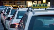 Viele Berliner Taxifirmen arbeiten mit illegalen Methoden