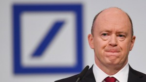 Deutsche-Bank-Chef: Weiterer Stellenabbau unvermeidlich