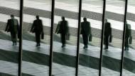 Verdienen Manager in Deutschland zu viel Geld?