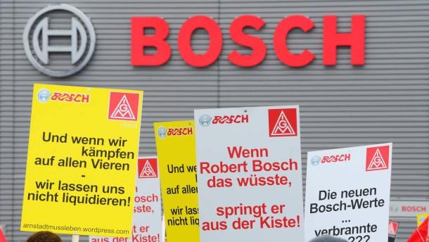 Merkel sagt Bosch-Mitarbeitern Hilfe zu